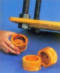 Деревянные стаканы в качестве ножек