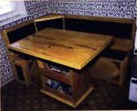 Этот стол автор сделал из выброшенных поддонов