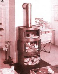 Фото 4. Печь цилиндрическая с дверцами, перемещающимися в полозковых пазах