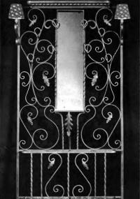 Кованая стойка с зеркалом и светильниками