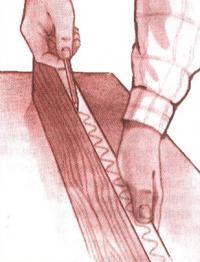 Начертите на кромке волнистую линию