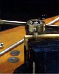 Нарезка резьбы на алюминиевом стержне