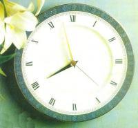 Настенные часы с «римским» циферблатом