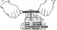 Обработка детали напильником