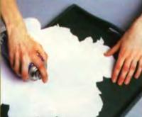 Подгоните выбранный рисунок под размер дна подноса
