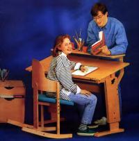 Подростки за столом