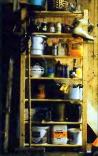Полка, которую предстояло переделать в зачехляемый шкафчик