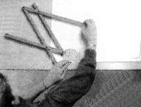 При пользовании пантографом работают двумя руками