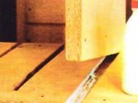 Рис. 2. Приклеиваем центральную перегородку