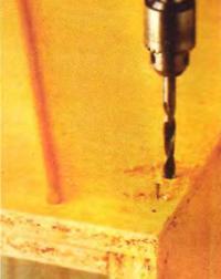 Рис. 3. Сверлим отверстия под шканты