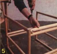 Рис. 5. Верхнюю деталь привинчивают к нижней
