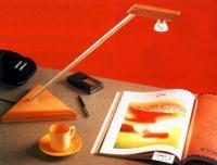 Светильник на столе
