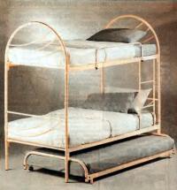 Трехспальная кровать из труб