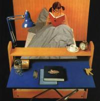 Внешний вид кровати со столом